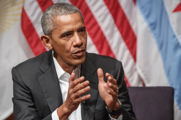 Barack Obama surprises in Chicago to push for South Side ...