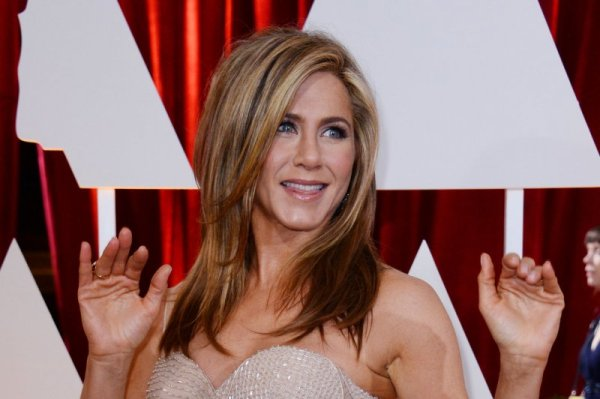 Jennifer Aniston, Kate Hudson star in 'Mother's Day ...