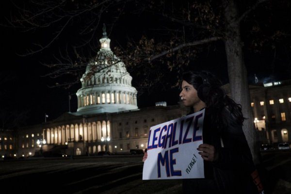 Spending bill vote delayed as government shutdown ...