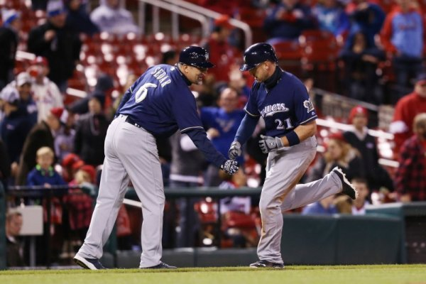Travis Shaw's RBI helps Milwaukee Brewers earn split with ...