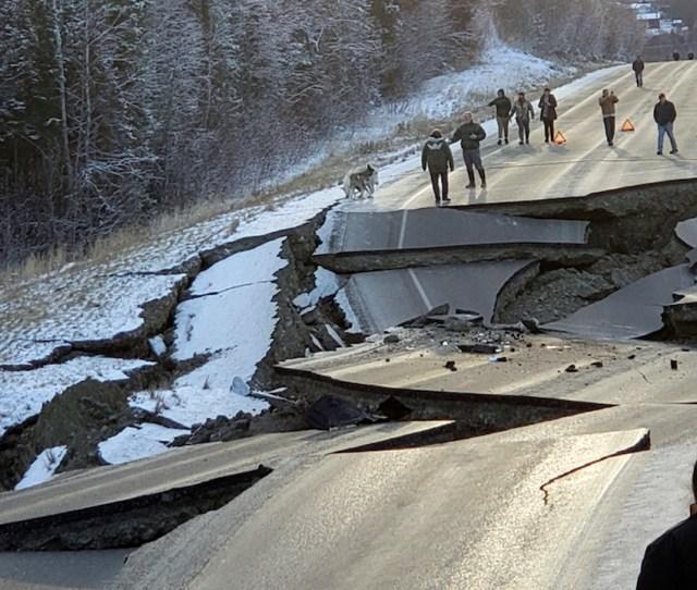 Alaska Earthquake 7 0 Magnitude Quake Rocks Buildings In Anchorage Alaska Abc7ny Com