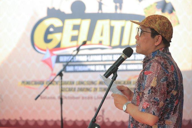 mendes pdtt abdul halim iskandar gelar layang layang batik dalam rangka hari batik nasional