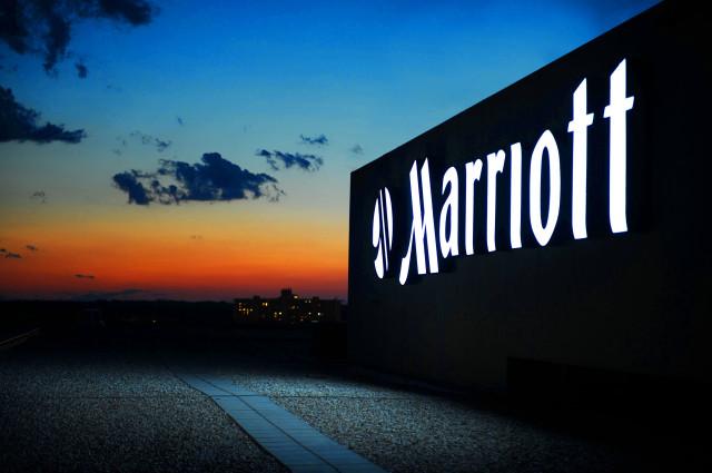 231830_Marriott_RoofSign