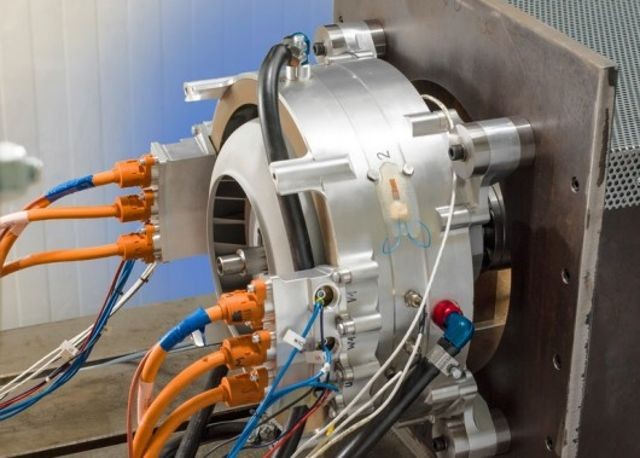 Siemens' Electric Aircraft Motor Is Very Capable   Ubergizmo