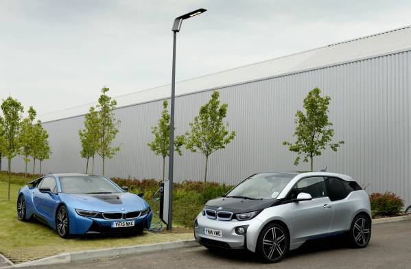 P90187395-bmw-i8-and-bmw-i3-next-to-light-and-charge-lamppost-599px