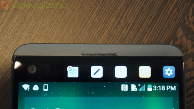 The icons at the top are shown on the second display