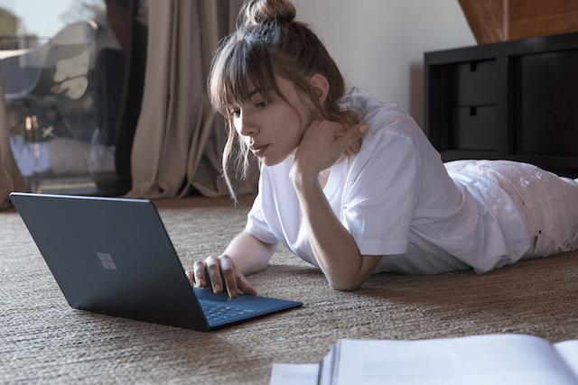 Microsoft запатентовала док-станцию, способную сохранять прохладу ноутбуков на поверхности