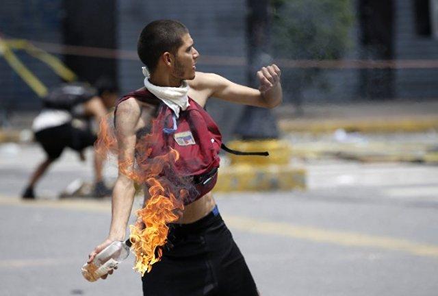 Venezüella'da muhalefet dün gün boyu protestolarını sürdürdü