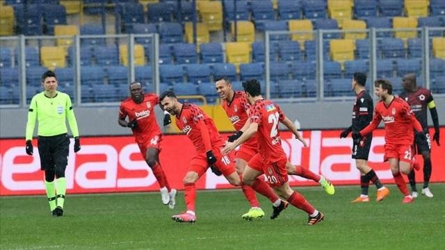 Besiktas earn away win to hammer at tight title race