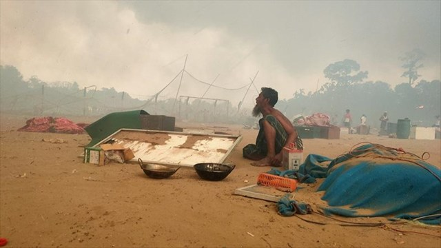 Rohingya refugees compare deadly camp fire to doomsday