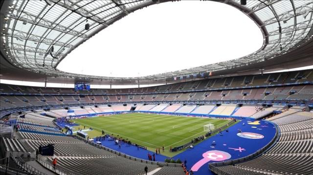 Paris football stadium to be turned into 'vaccinodrome'