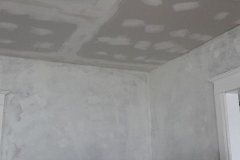 Repairing Hole in Plaster 1