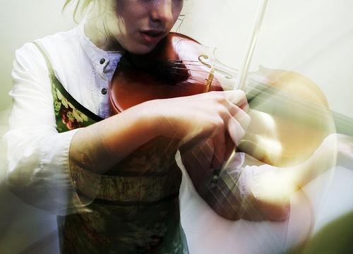 photo of girl playing violin
