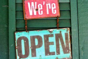 sign saying: come in, we're open