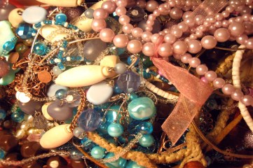 photo of pile of jewelry