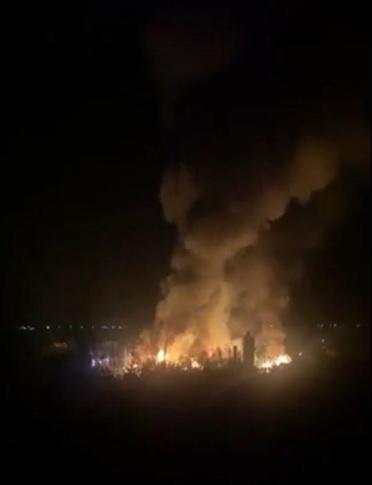 Incendiu puternic la o fabrică de mobilă din Reghin (video)