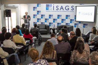 """""""Saúde como um direito é uma aspiração política"""", declarou Theodore Marmor em evento no ISAGS"""