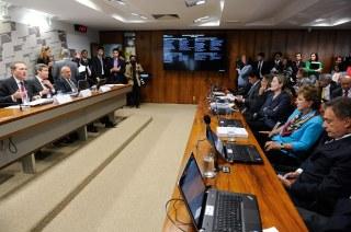 Alerta: Comissão do Senado aprova abertura da saúde a investimentos estrangeiros