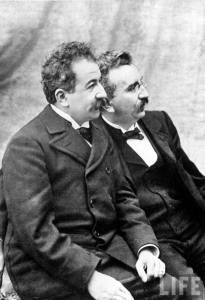 Irmãos Lumière documentavam cenas cotidianas nos primórdios do cinema. (Foto: Divulgação)