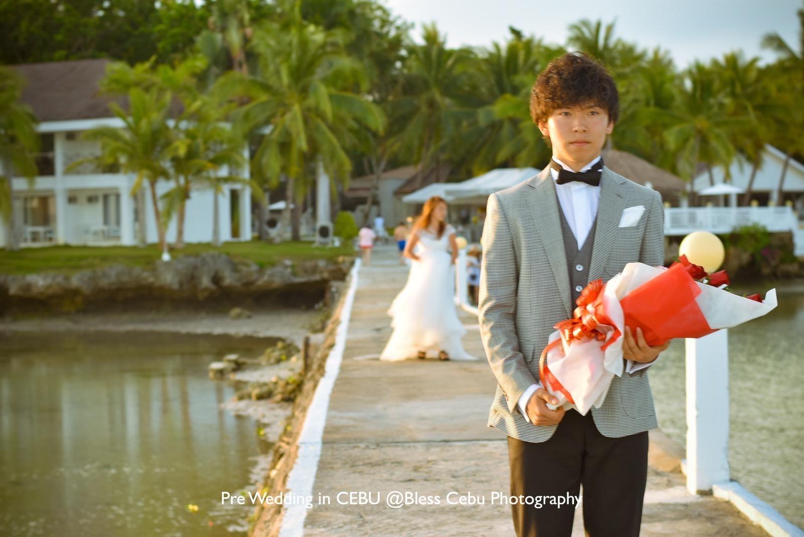 プロポーズ前で緊張気味の花婿