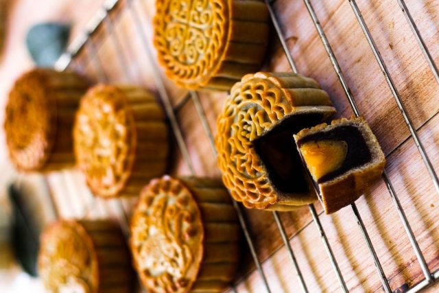 Mooncakes are the must-have mid-autumn snack in China. It's a popular Chinese pastry. In the roundness of the mooncakes, Chinese people see a sign of reunion and happiness | CebuFinest