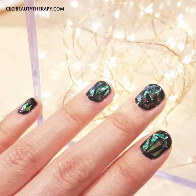 DIY-Shattered-Glass-Nail-Mani-(21)