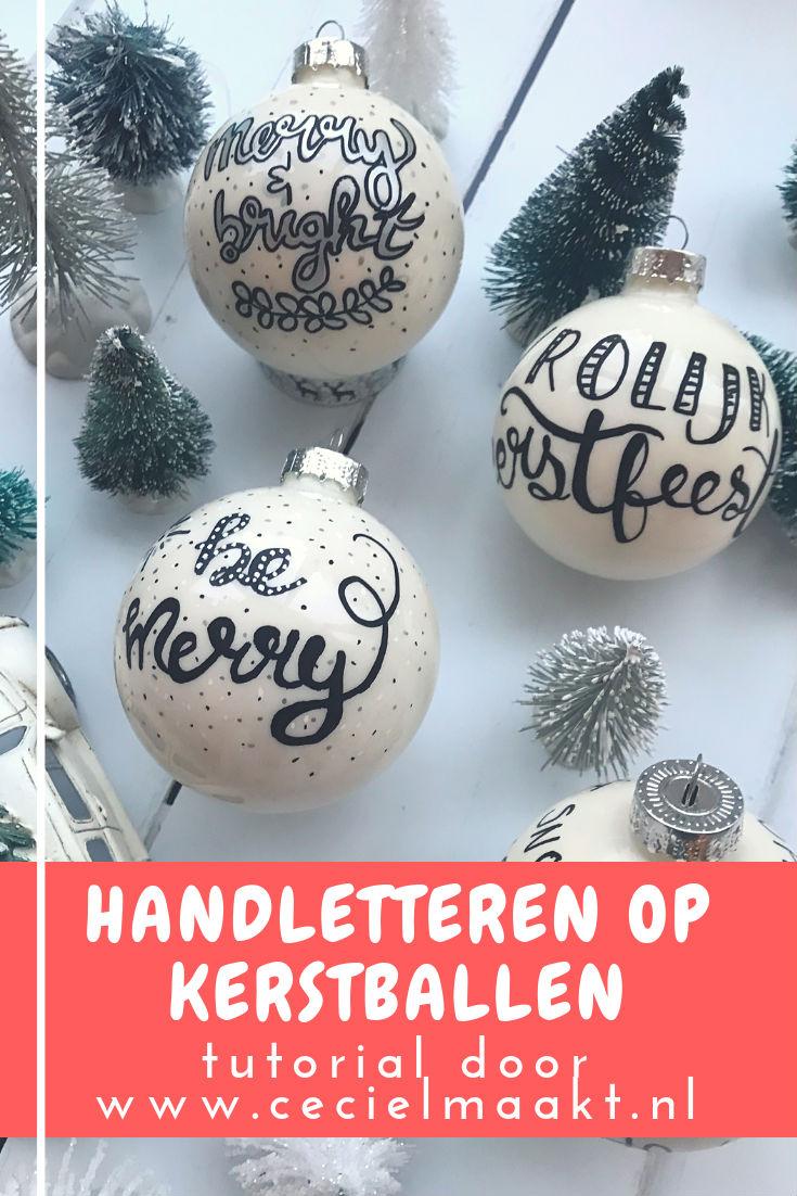 kerstbal met daarop een gehandletterde quote vrolijk kerstfeest