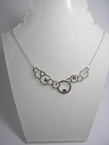 Collier cercles & pierres roses