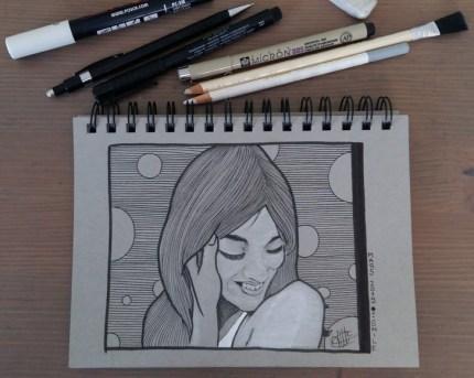 Dessin au feutre pigma micron et posca représentant une jeune femme souriante sur un fond linéaire en noir et blanc