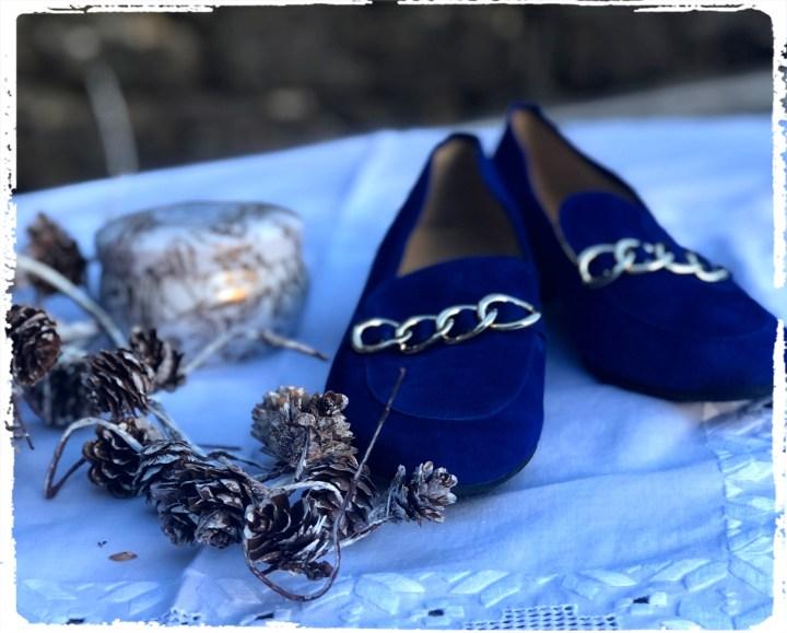 kottar och blå skor.jpg