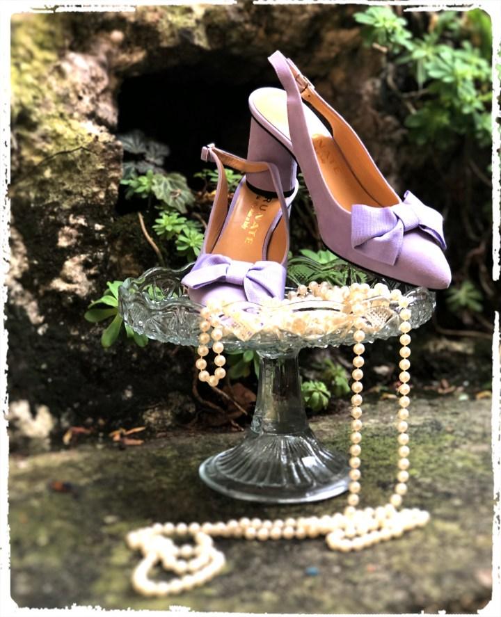 lila skor med rosett.jpg