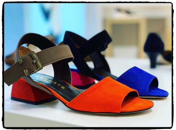 färgade sandaler