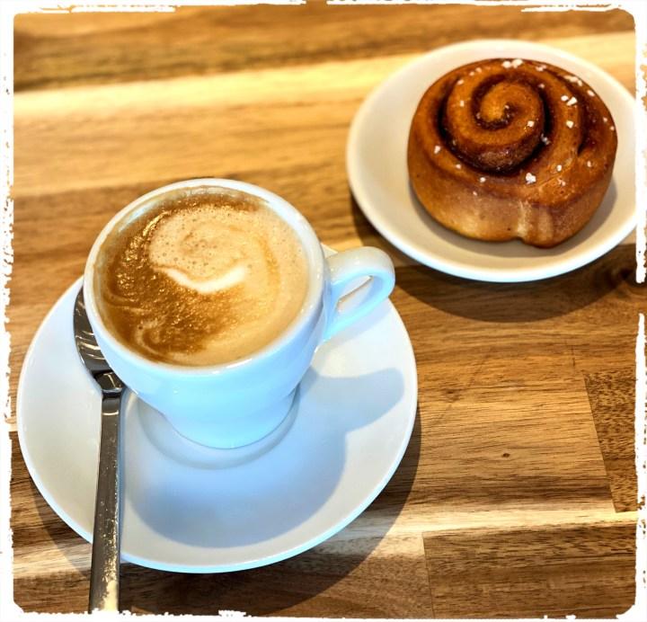 kaffe och bulle.jpg