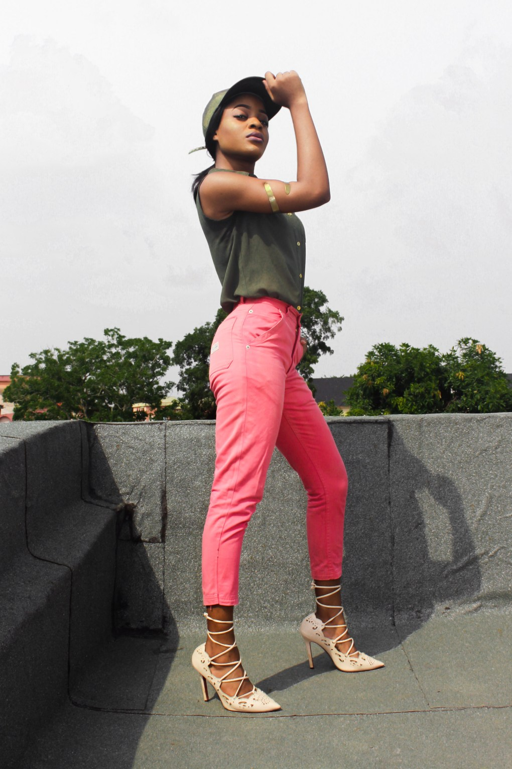 light pink pants outfit ideas