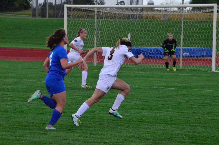Kaitlyn Walters sprints towards the ball. (Photo: Allyson Weislogel)