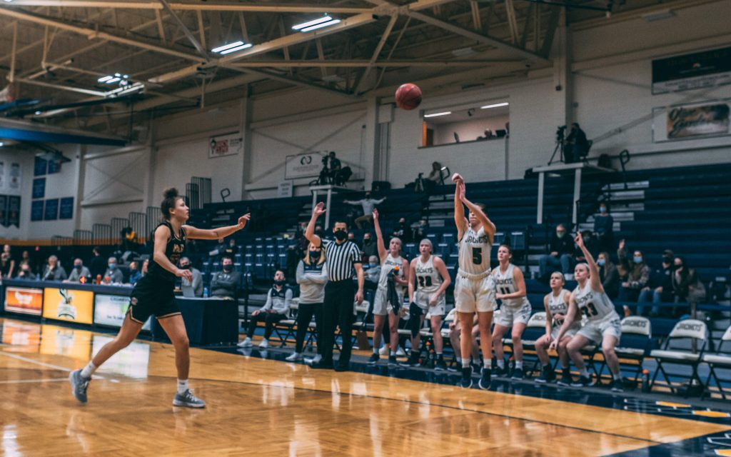 Women's Basketball Recap: Family-Focused Mentality Gives Lady Jackets Success
