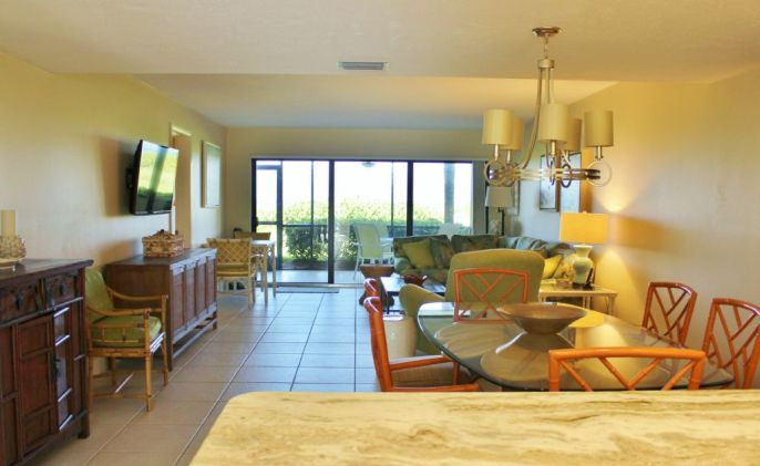 d-102-living-room longboat key featured condo rental