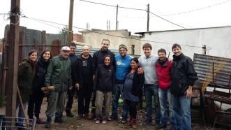 Voluntarios de ISF y vecinos