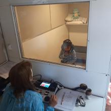 Cabina de audiometria en funcionamiento