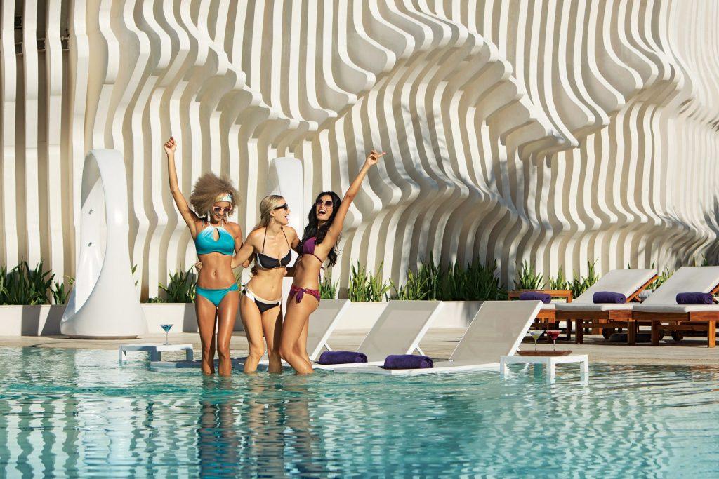 BREMB_Girlfriends_Pool2_2A