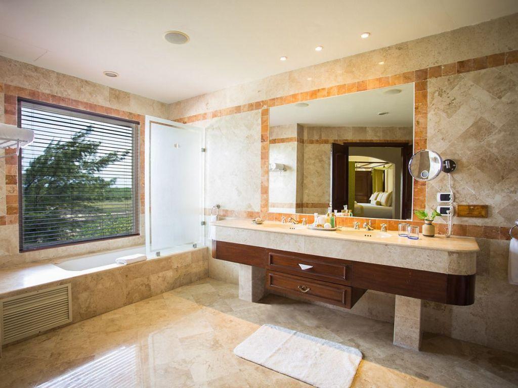 SECRC_PC_One_Bedroom_Honeymoon_St_OF_Bathroom_AA