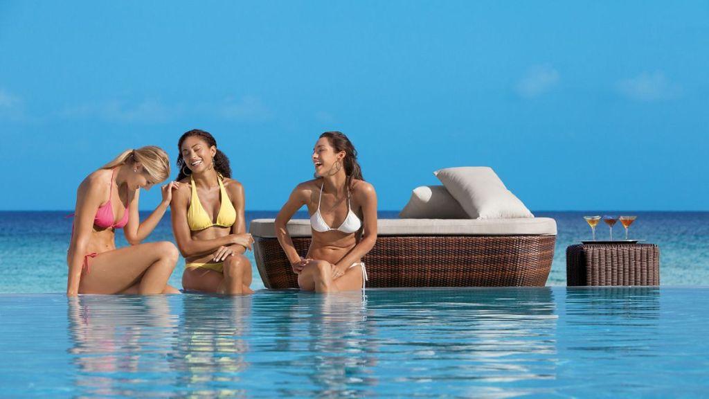 SEMB_Girlfriends_Pool_1