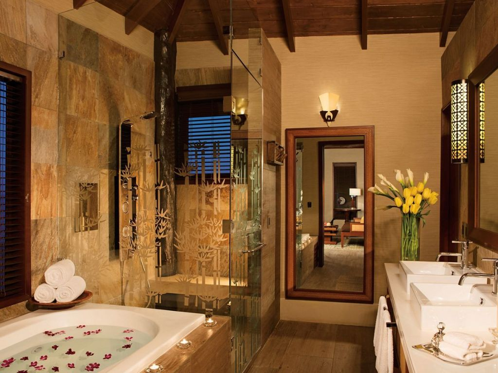 SESRC_OverThePool_Suite_Bathroom_2A