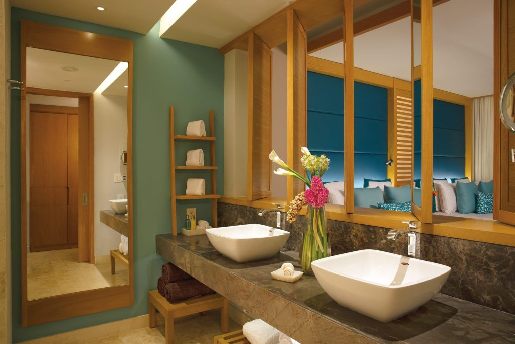 DREPM_JrSuite_Bathroom_1A