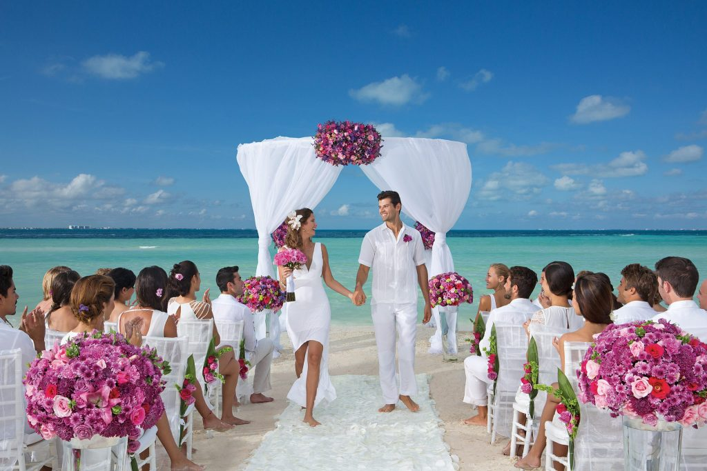 DRESC_WED_Beach_Guests_1