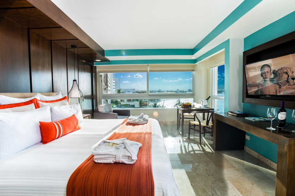 Preferred-Club-Corner-Suite-Ocean-Front
