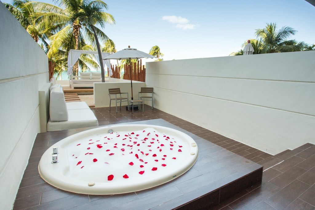 Preferred-Club-Honeymoon-Suite