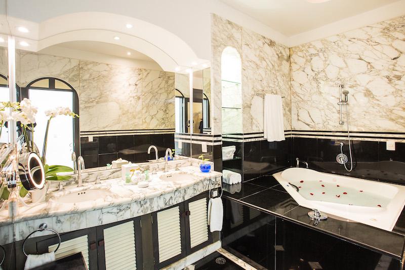 06_Presidential-Suite-bathroom