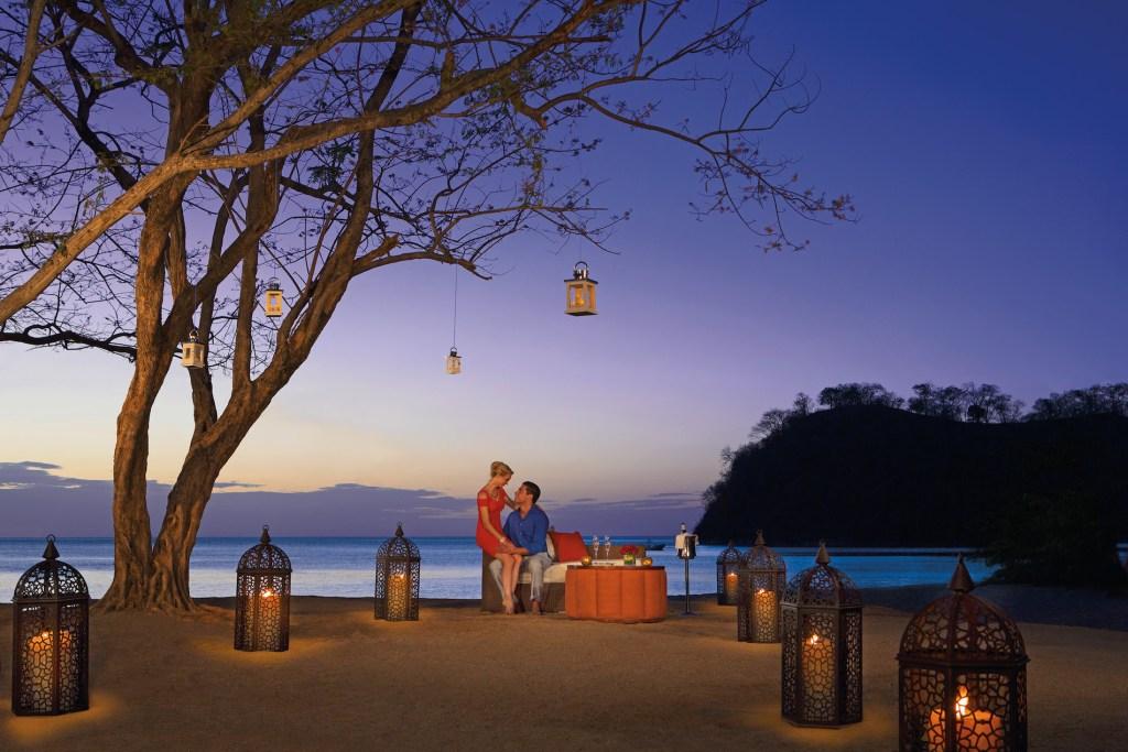 DRELM_EXT_RomanticDinner_Beach_1A