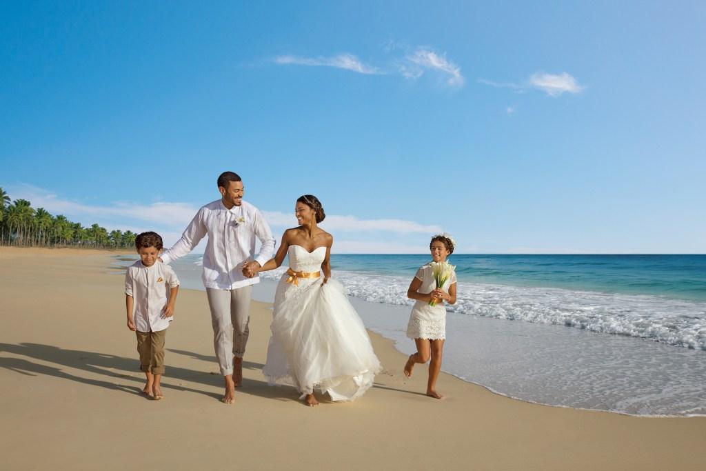 DREPC-FAMILY-WeddingBeach1-2A